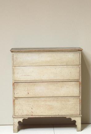 Chest over drawers