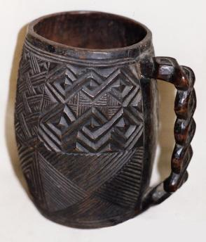 Palm wine cup formed as a mug