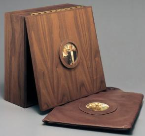 "Box with hinged lid to contain the set of four dinner plates, ""American Gothic"""