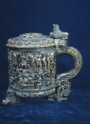 """Pin"" tankard with cover"
